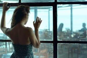 3 kritinės aprangos klaidos, kurias daro vienišos moterys… (plius – AKIS ATVERIANTIS TESTAS, kuris atskleis, ar tikrai esi pasiruošusi vyrui!)