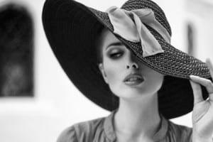 METŲ TESTAS MOTERIMS: Ar tu jau esi ta moteris, kuriai neįmanoma atsispirti?