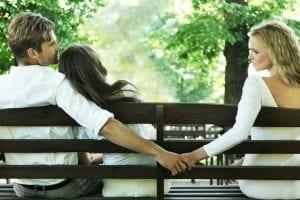 4 santykių PASLAPTYS, kurias ignoruojant, vyrai paprasčiausiai įsimyli KITAS moteris